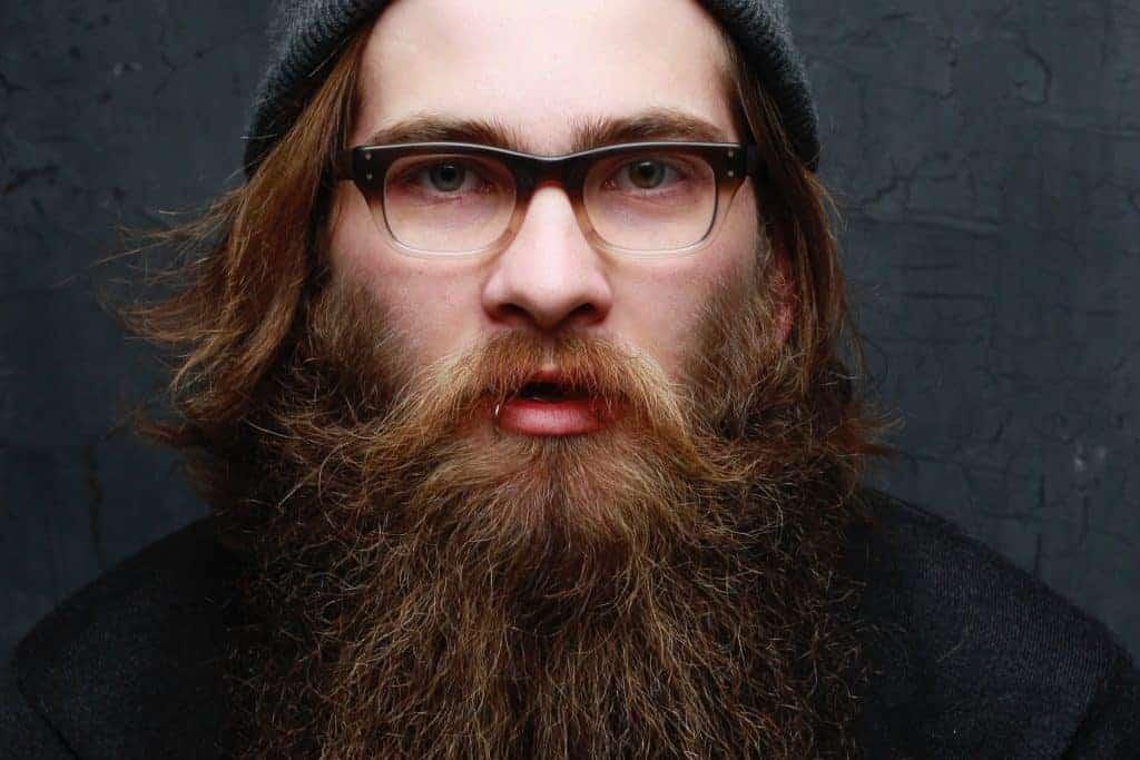 Hipster mit langem Bart