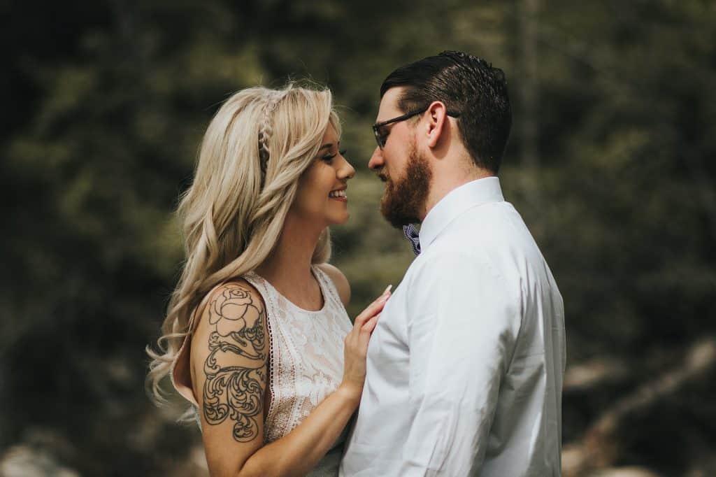 Mann mit Bart und Frau