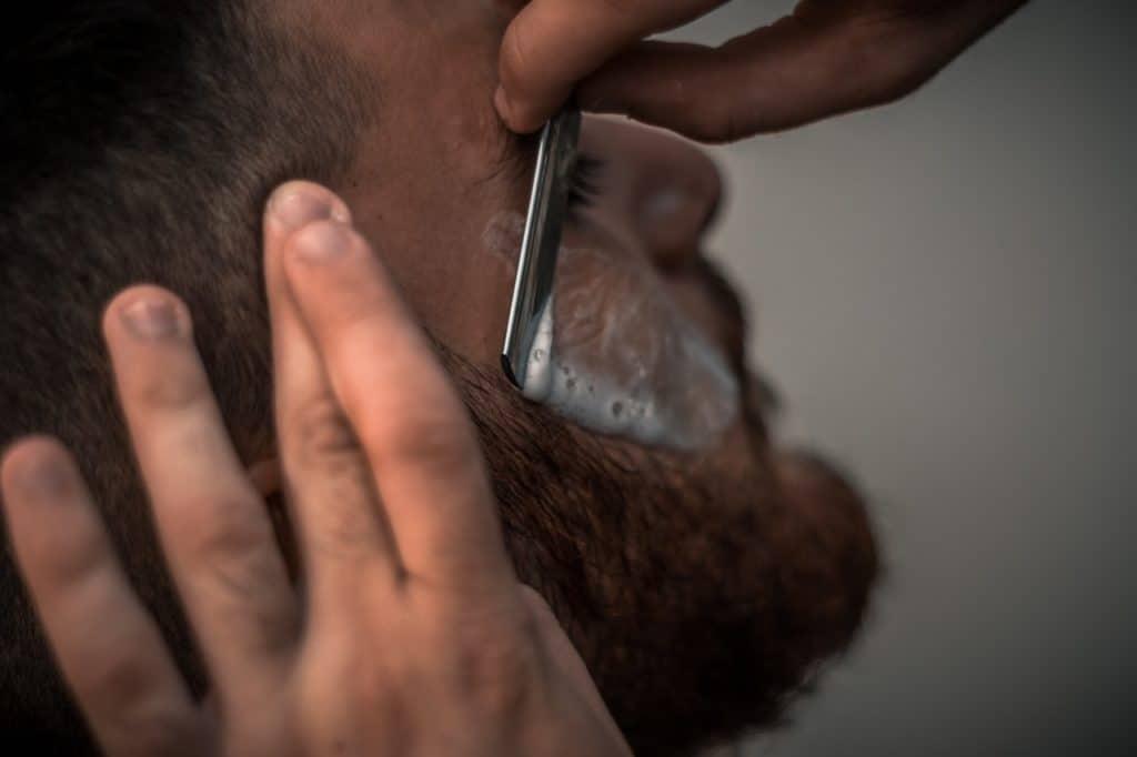 Bart wird rasiert